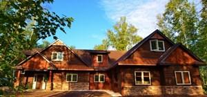 Enjoy a Luxury Retreat at the Fairway Ridge Cabin