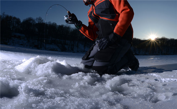 The Best Lakes in the Midwest to Go Ice Fishing