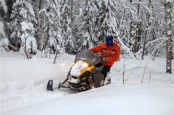 How to Safely Ride Your Snowmobile: A Guide for Beginners