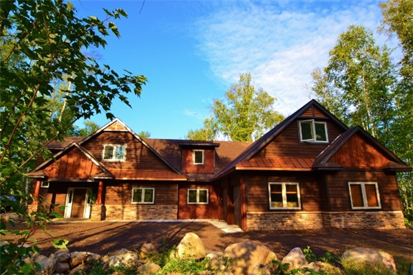 Enjoy a Luxury Retreat at the Fairway Ridge Cabin