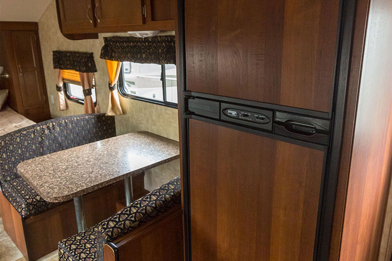 25' Travel Trailer Rental Dining Area